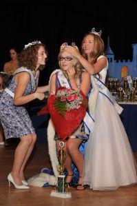 Taylor being crowned by Kaylee