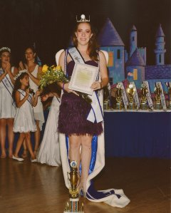 Robyn after being crowned as the 2013 AZ State Ambassador
